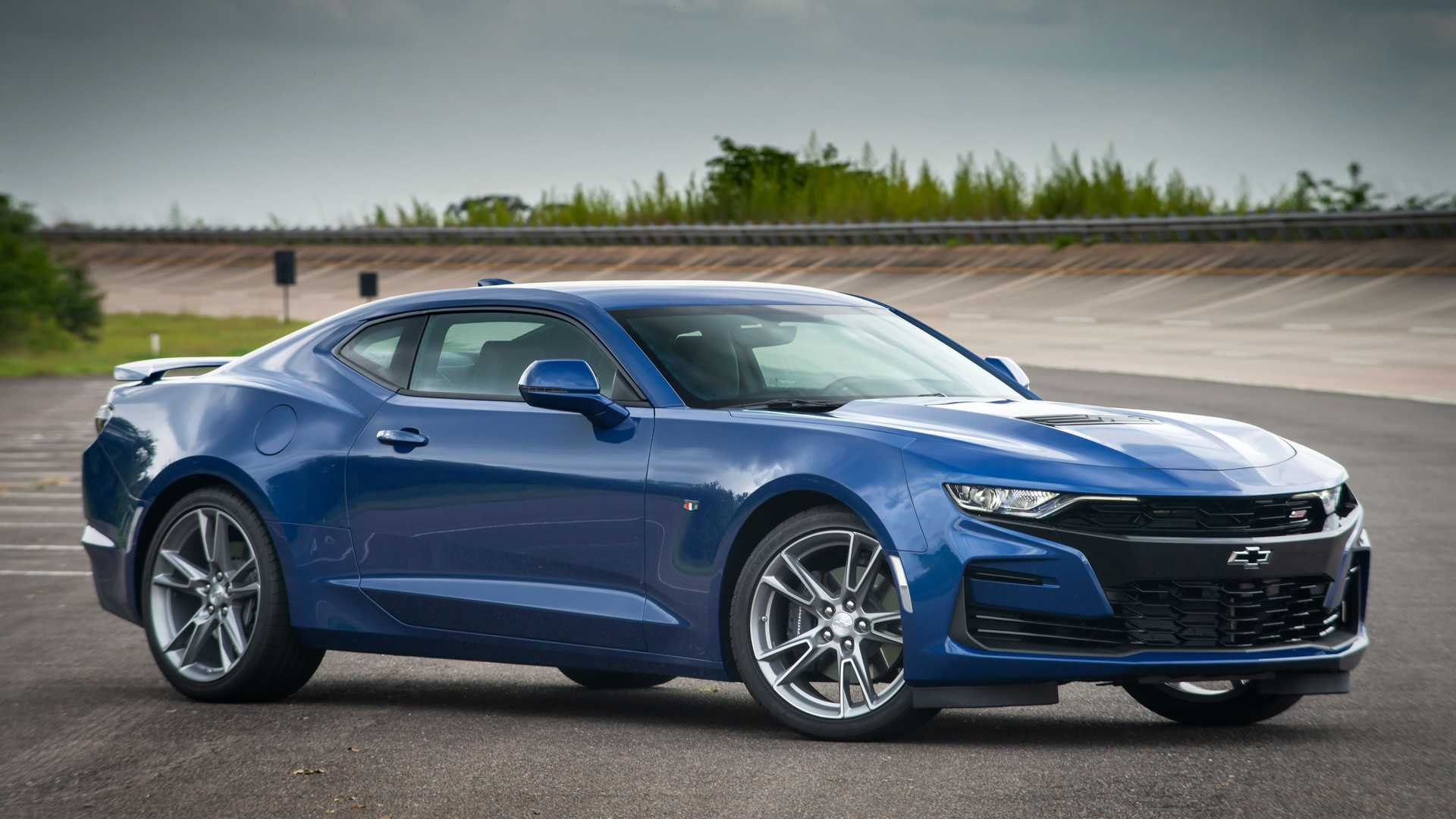 Crazy Chevy Camaro Lease Deals Have V8 Cheaper Than Four-Cylinder 1LT