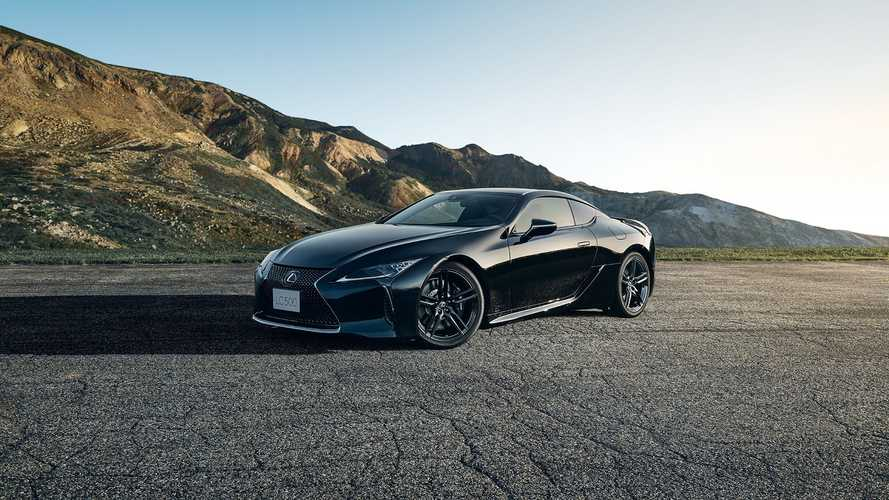 Посмотрите на очень черный Lexus LC 500