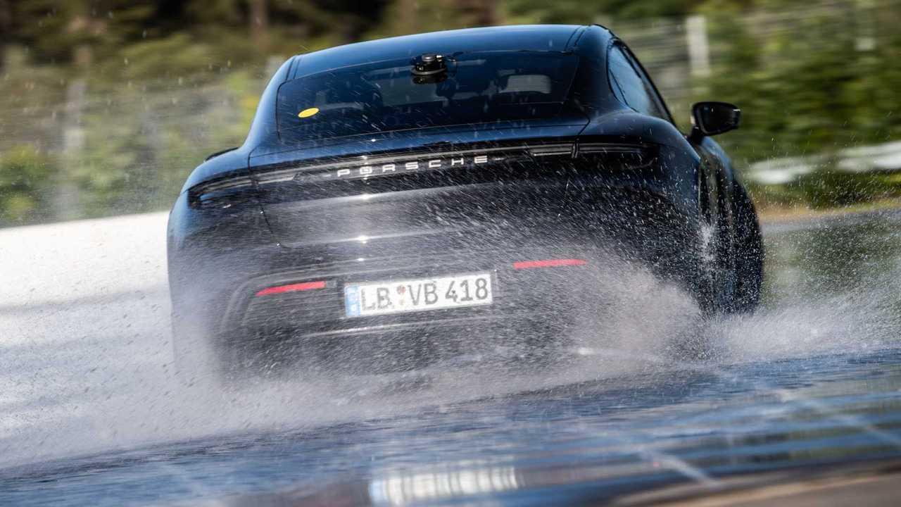Porsche Taycan - recorde drift - traseira