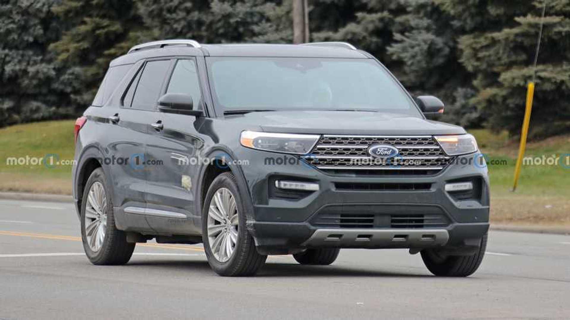 2021 Ford Explorer King Ranch шпионит за значками
