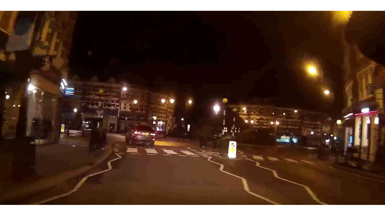Dashcam Catches BMW i3 Car Thief In Action, On The Phone, With EV Grin - Video