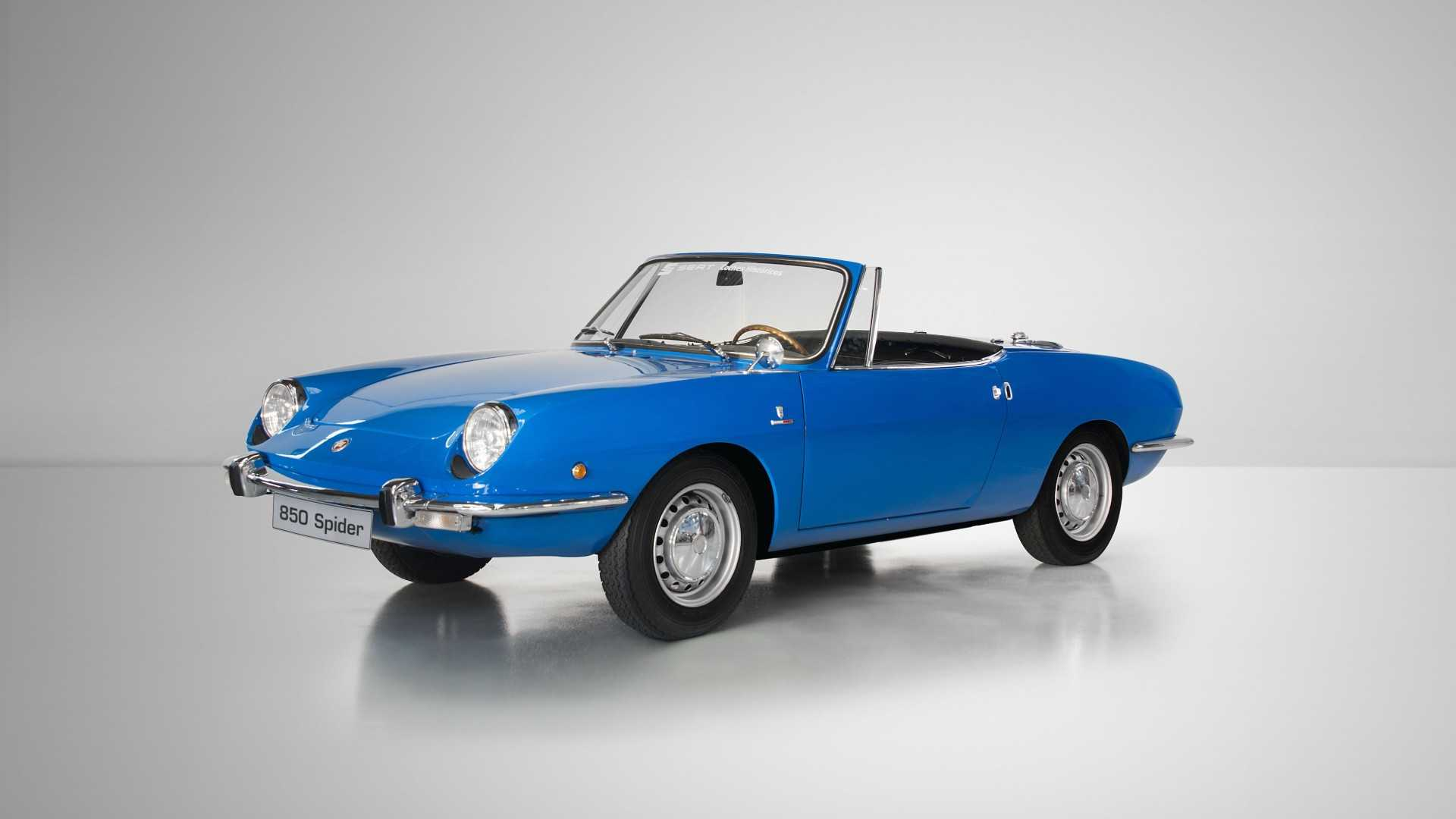 """[""""Seat 1430 and 850 Sport Spider""""]"""
