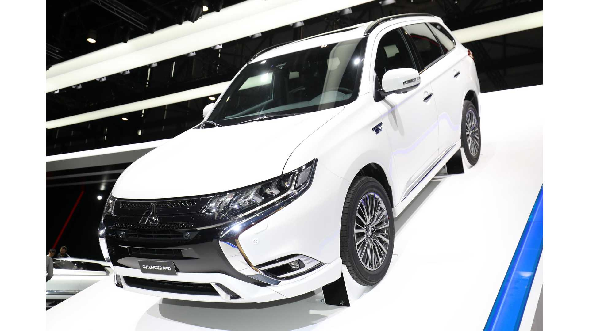 Updated Mitsubishi Outlander PHEV Debuts In Geneva - Live Photos