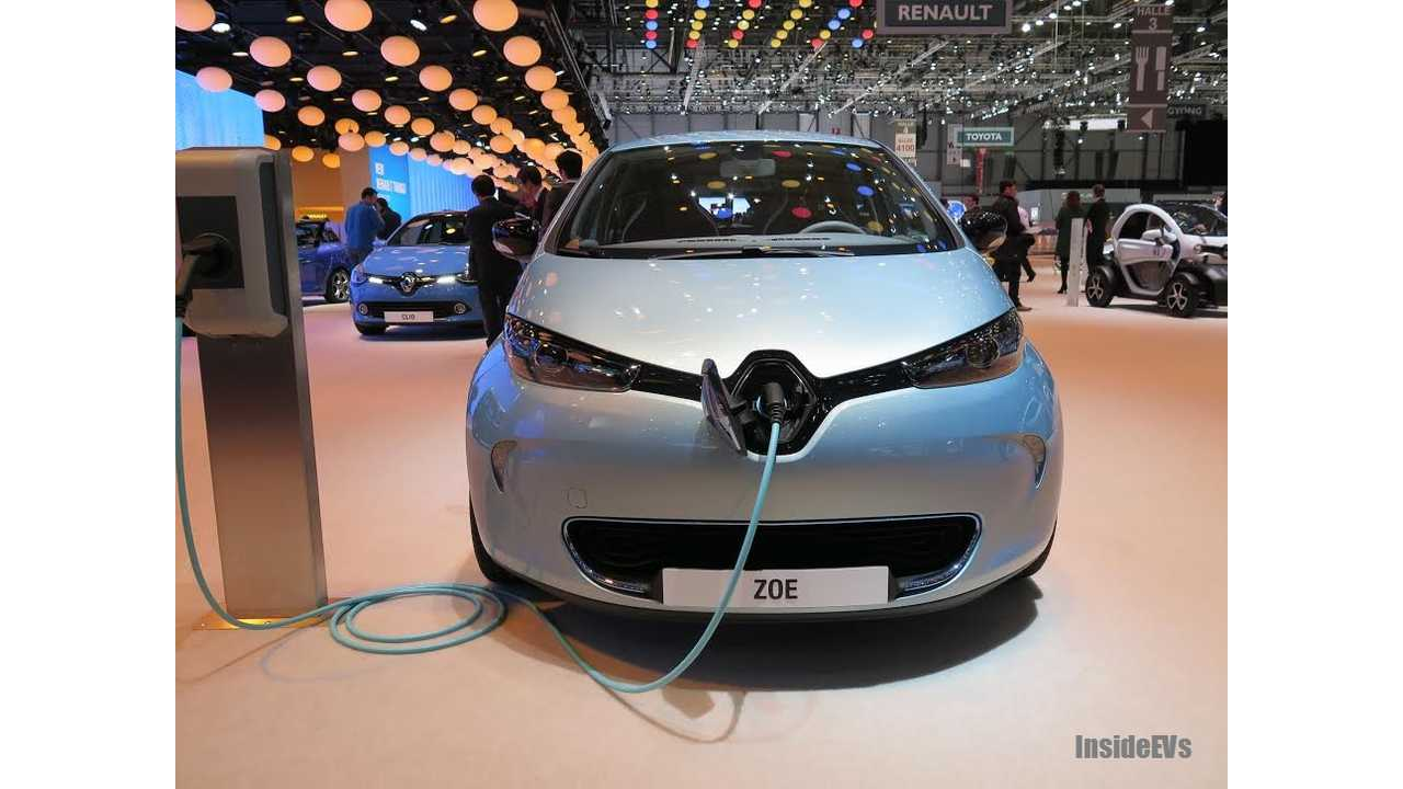 Live Shot Of The Renault Zoe Using The New Flexi Charger Cable
