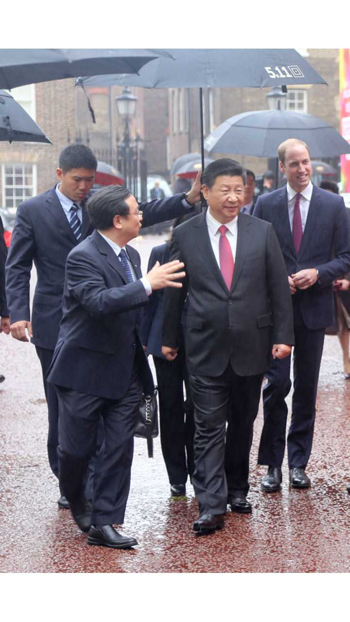 Chinese President views BYD world leading electric double decker