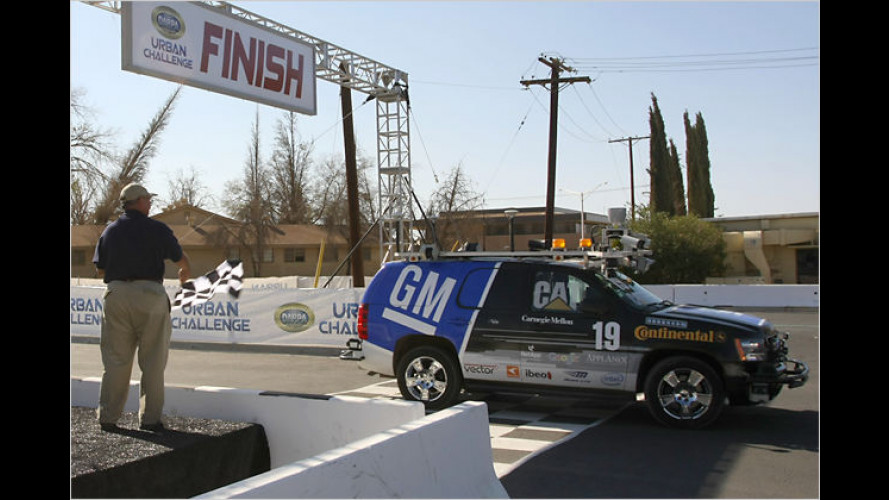 Fahrerlos: Roboterautos meistern die Urban Challenge 2007