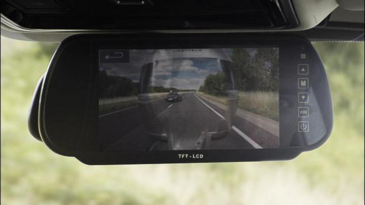[Copertina] - Land Rover inventa il rimorchio trasparente