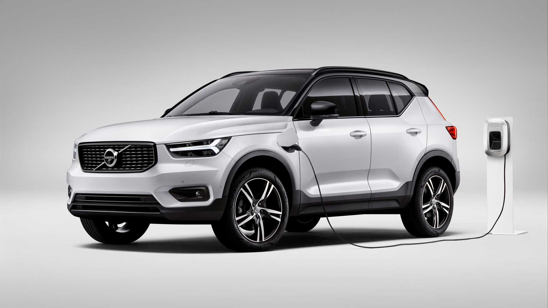 Volvo offers plug-in car buyers free electricity for a year