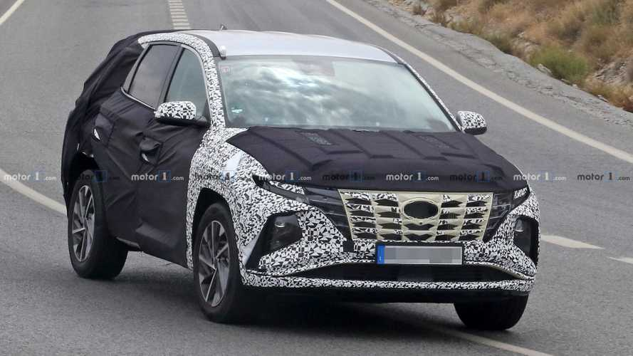 2021 Hyundai Tucson spied with less camo to reveal new front fascia