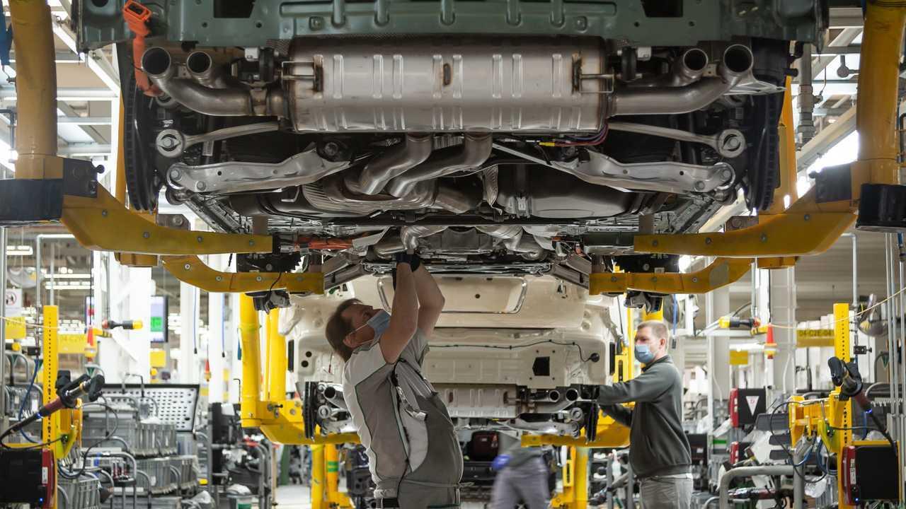 Bentley resumes production in Crewe