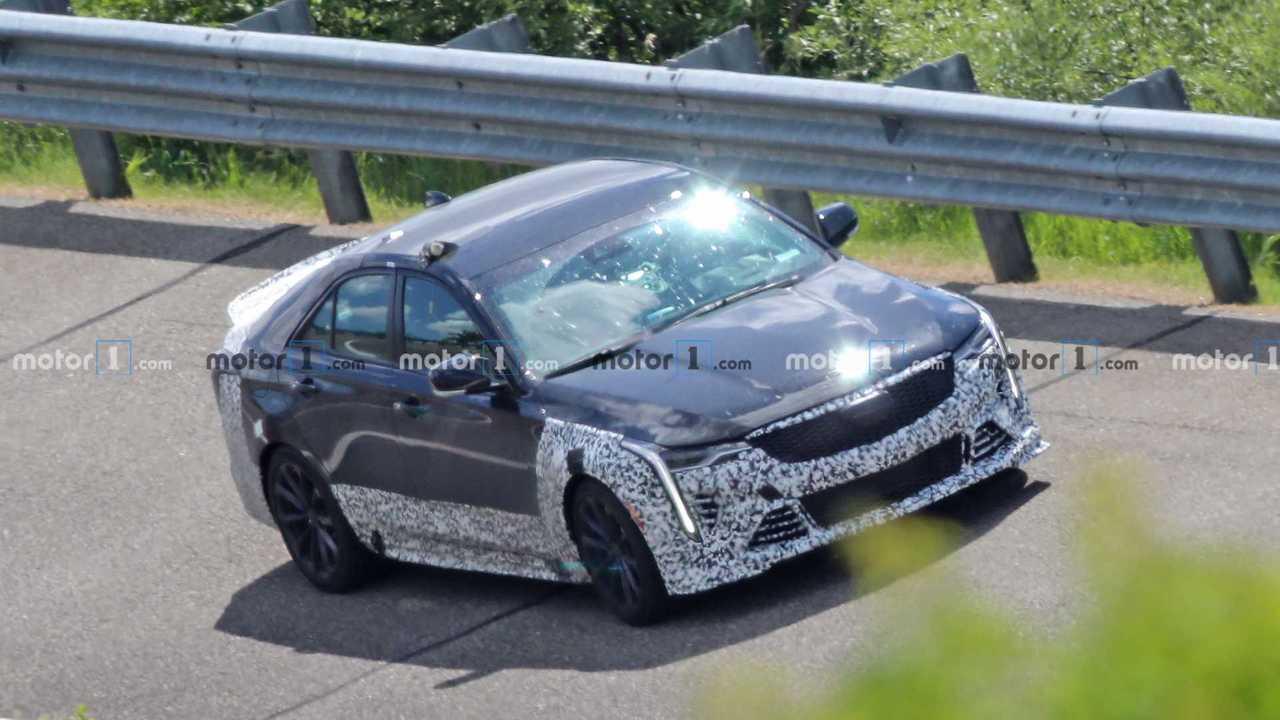 Новые шпионские фото Cadillac CT4-V Blackwing