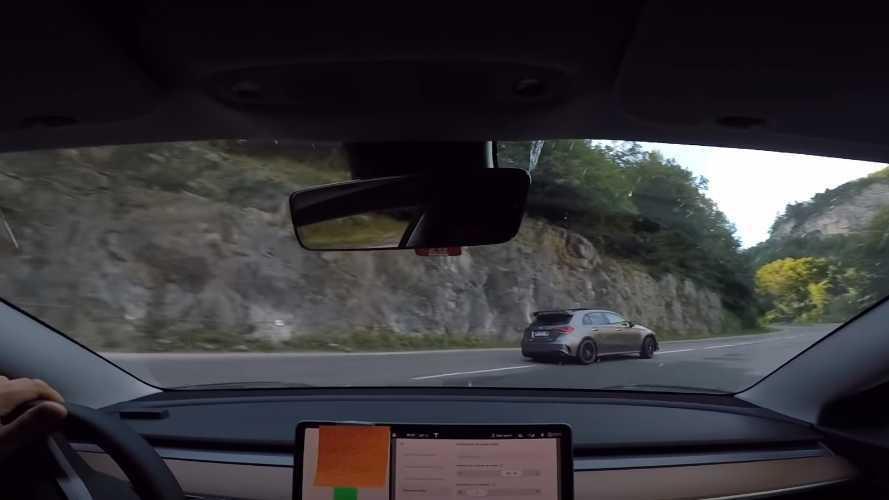 Course illégale entre une Model 3 Performance et une AMG A 45 S