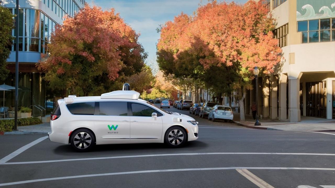 [Copertina] - Guida autonoma, Uber prova a fare pace con Google