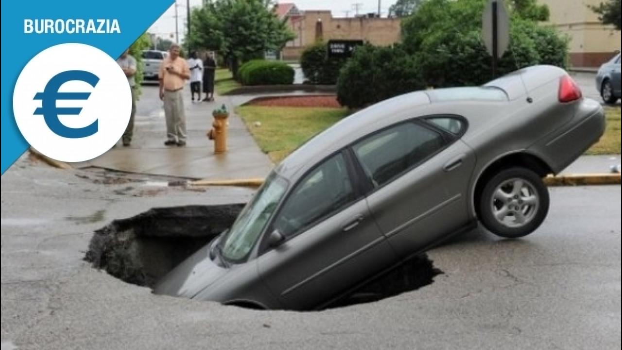[Copertina] - Danni da buca all'auto, quando e come fare causa al Comune