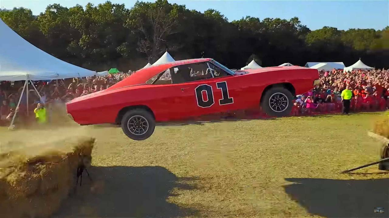 This General Lee Dodge Charger Is Actually A Ford Crown Victoria