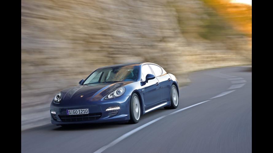 """Porsche Panamera è """"Auto dell'anno 2010"""" per Playboy"""