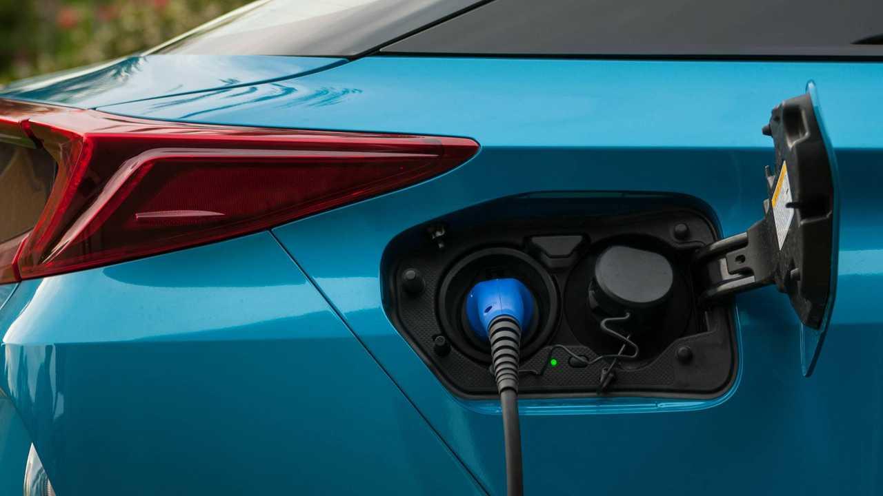 Charging hybrid plug in car
