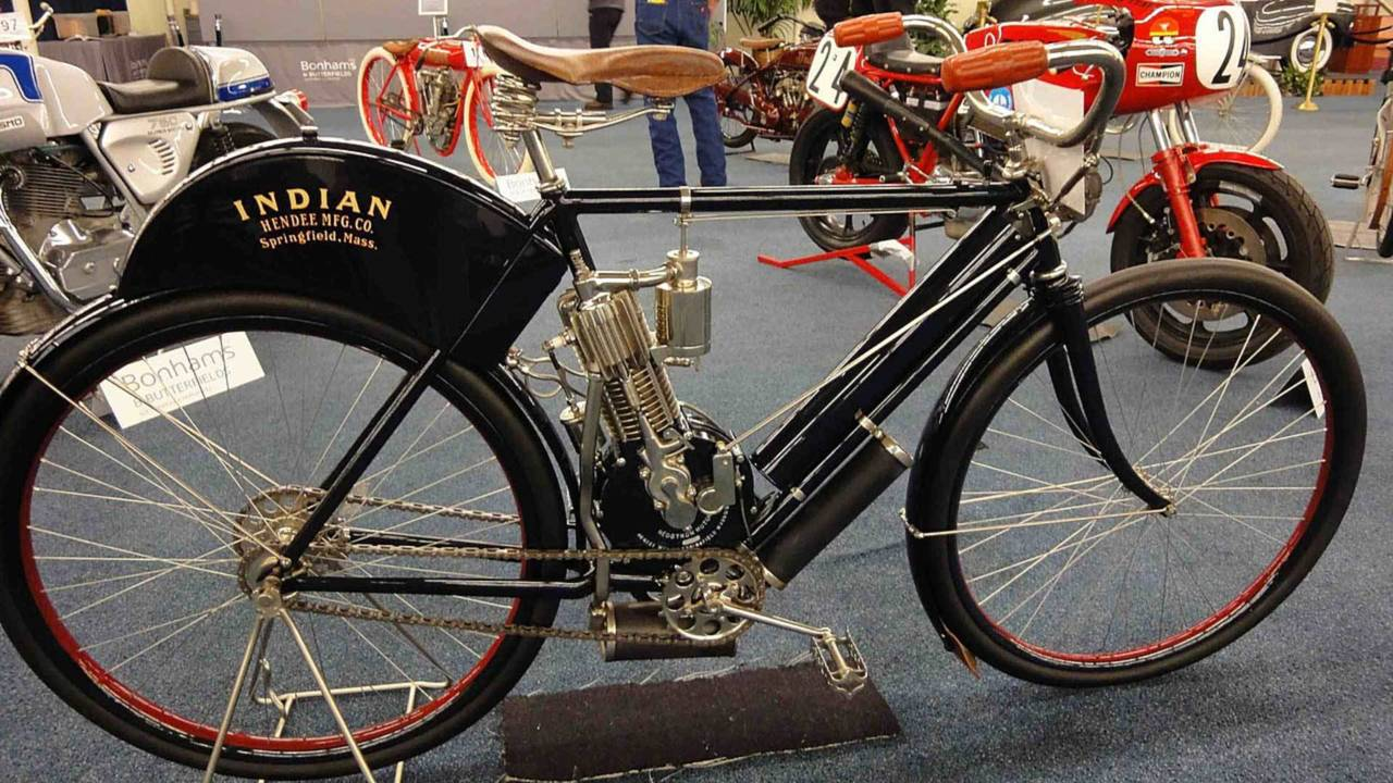This 1901 Indian Camelback Single is a bicycle in all but name. Note the standard, non-sprung bicycle forks.