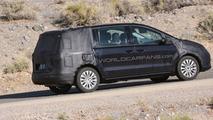 2010 VW Sharan next gen spy photos