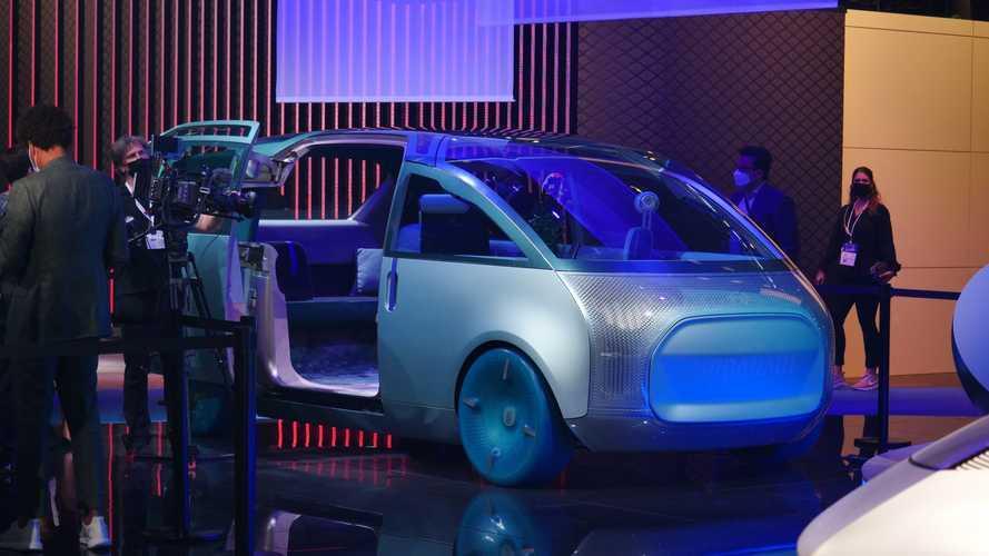 MINI e il monovolume a guida autonoma, ora è un prototipo da toccare: il video da Monaco