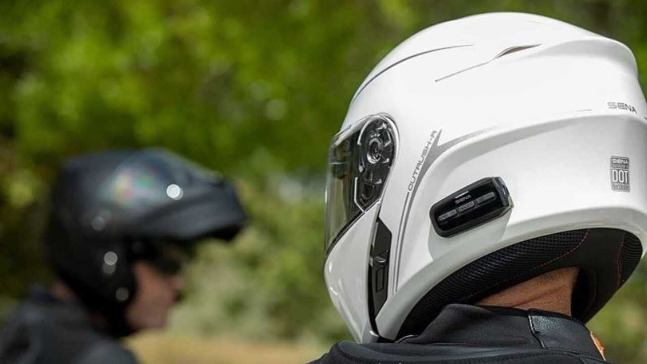 Helm untuk keamanan dan keselamatan pengendara sepeda motor.