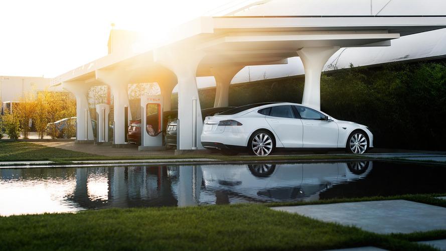 Tesla - Superchargeurs payants et stationnements abusifs sanctionnés