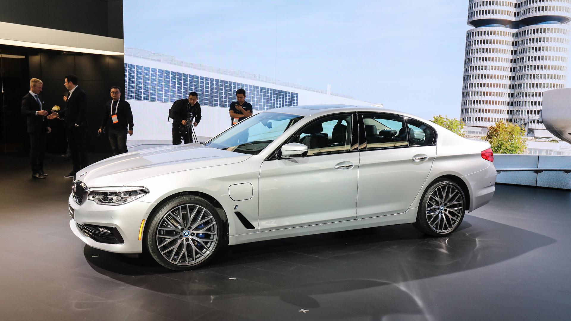 BMW 5 Series: Changing wheels