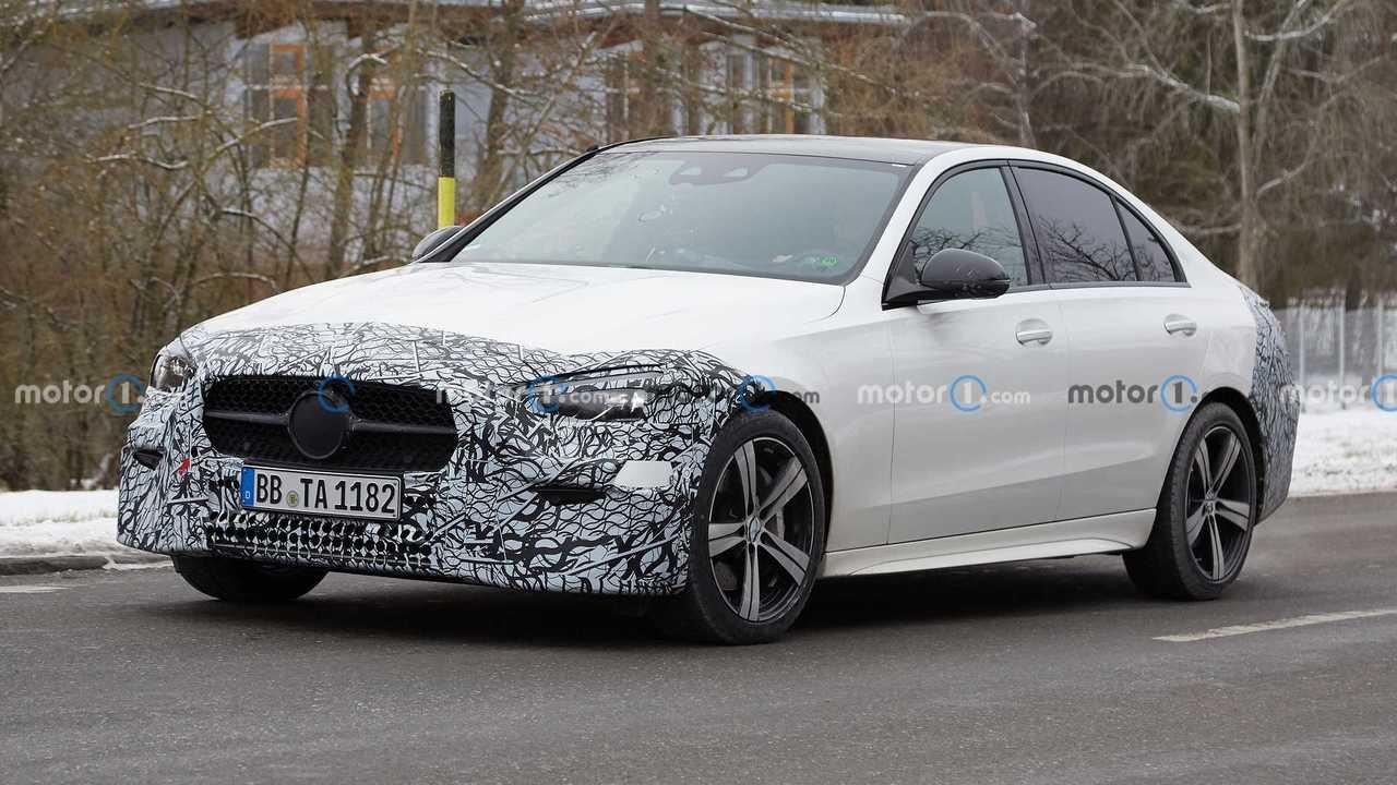 2022 Mercedes-Benz C-Class new spy photo (front three-quarters)