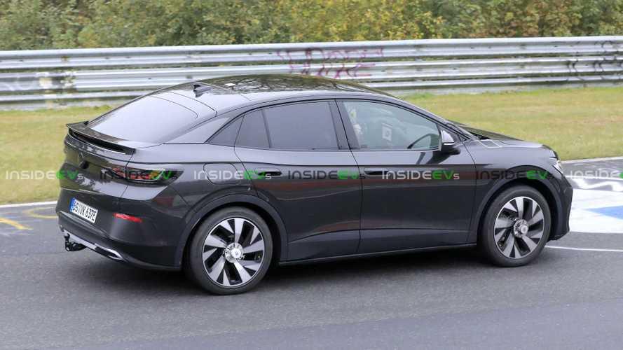 Volkswagen ID.4: la versione coupé avvistata al Nurburgring senza veli