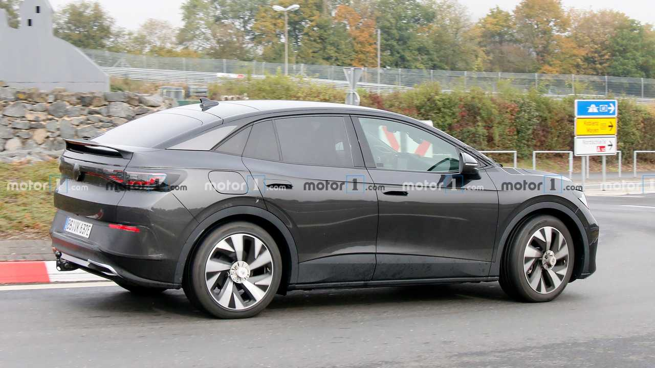 VW ID.5 first spy photo (side)