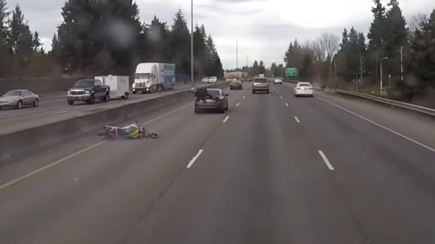 Bu motosiklet kazasının sonu biraz farklı