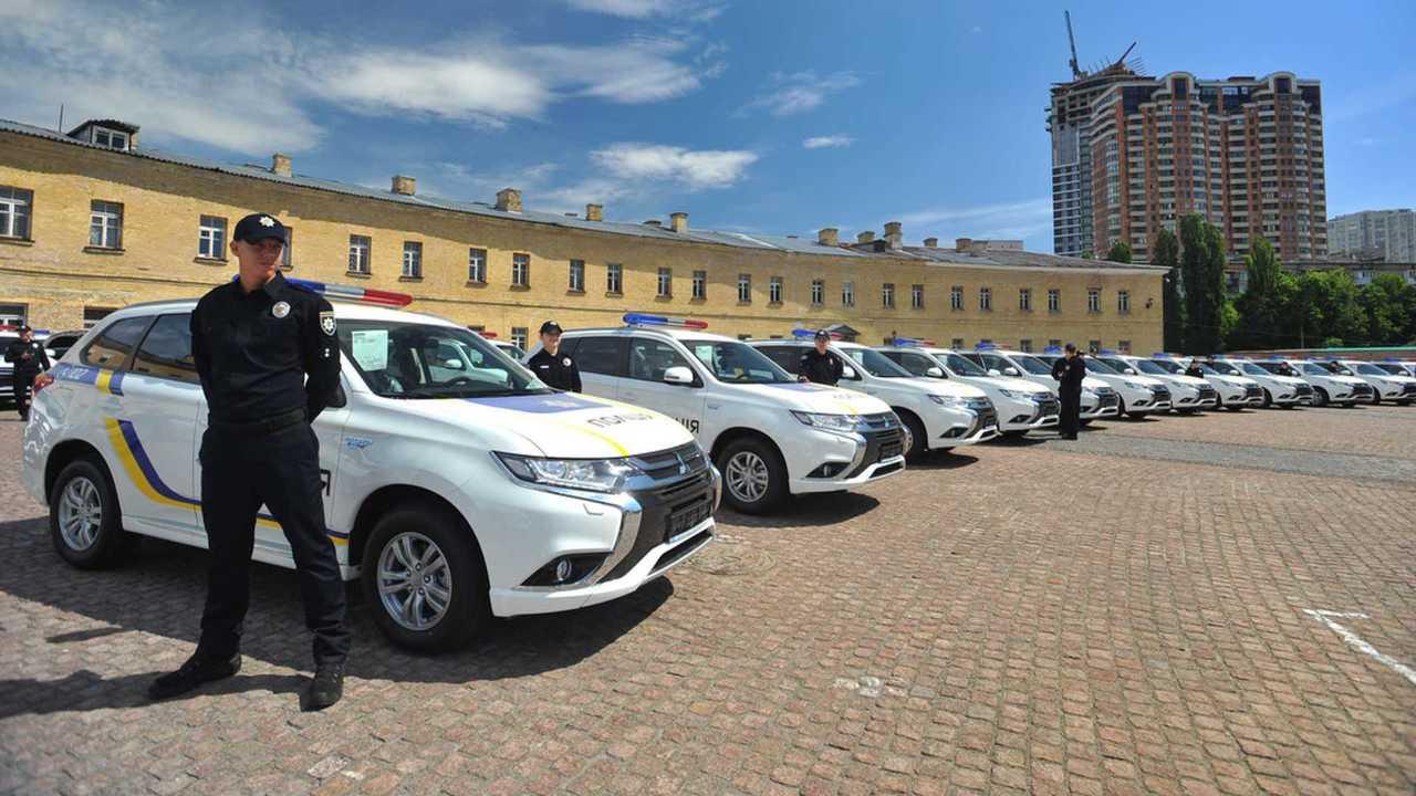 Mitsubishi Outlander PHEV fleet for Ukrainian police