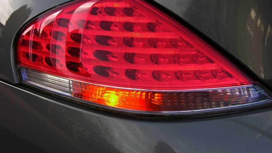Frecce auto: quando usarle e quali multe
