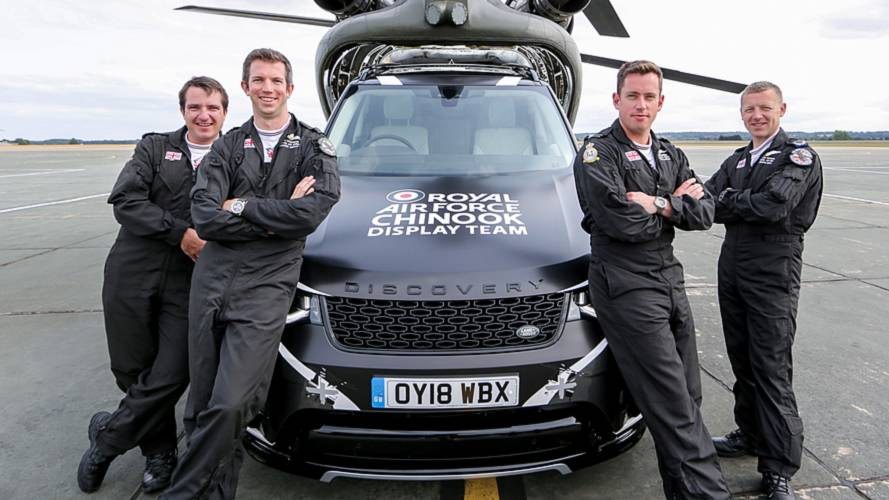Land Rover Discovery joins RAF's Chinook Display Team