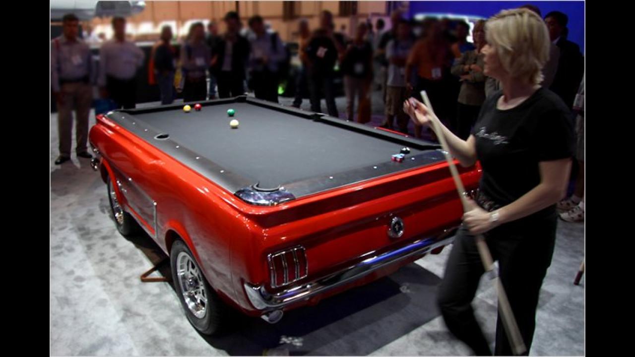 Ford Mustang als Billardtisch