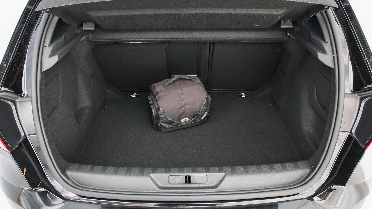5.- Peugeot 308 2018 - 398 litros