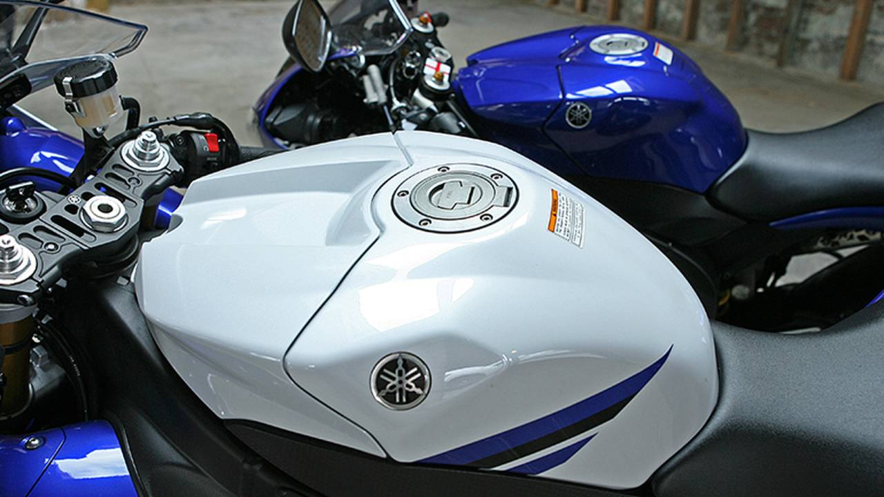 Old Vs  New: Yamaha 2014 YZF-R1 Vs  2008 YZF-R1