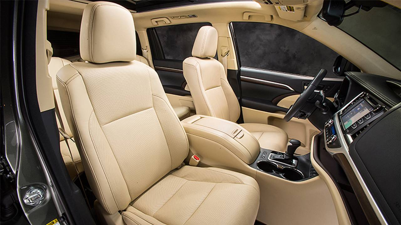 Superior 2014 Toyota Highlander (interior)
