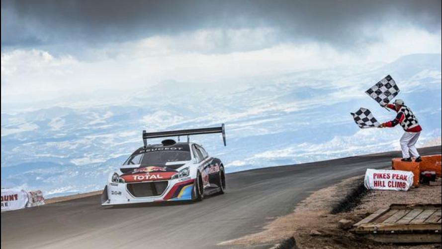 Imbattibile Sébastien Loeb, record alla Pikes Peak con la Peugeot 208