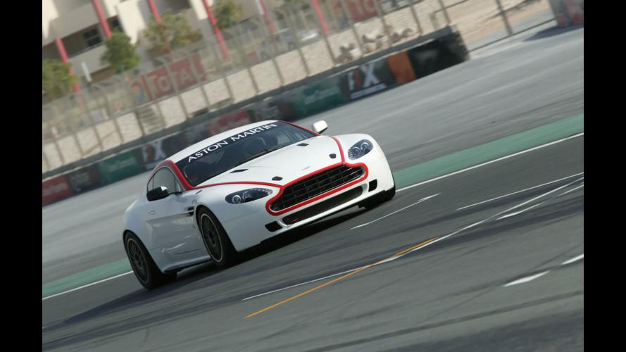 Mr. Bean in pista con Aston Martin