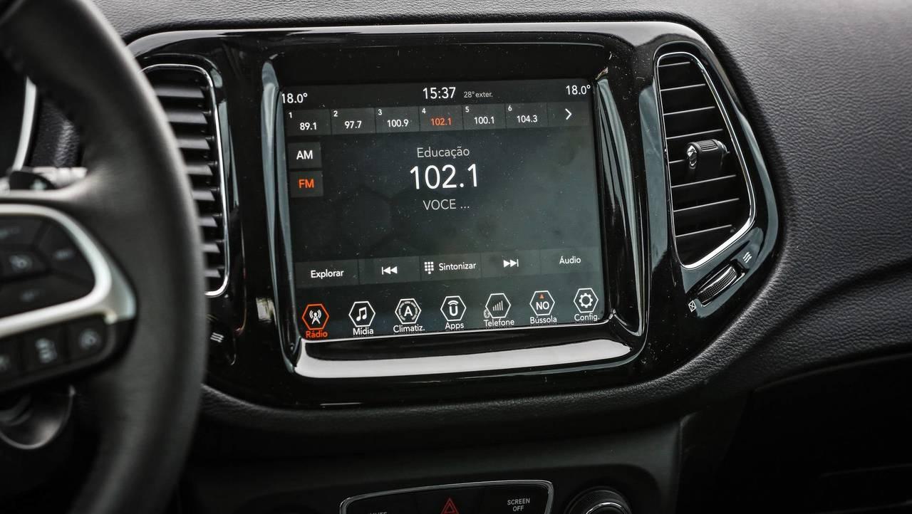 Comparativo - Peugeot 3008 e Jeep Compass Limited fazem duelo entre