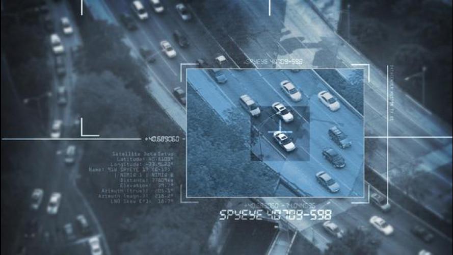 [Copertina] - L'auto come Facebook, addio alla privacy?