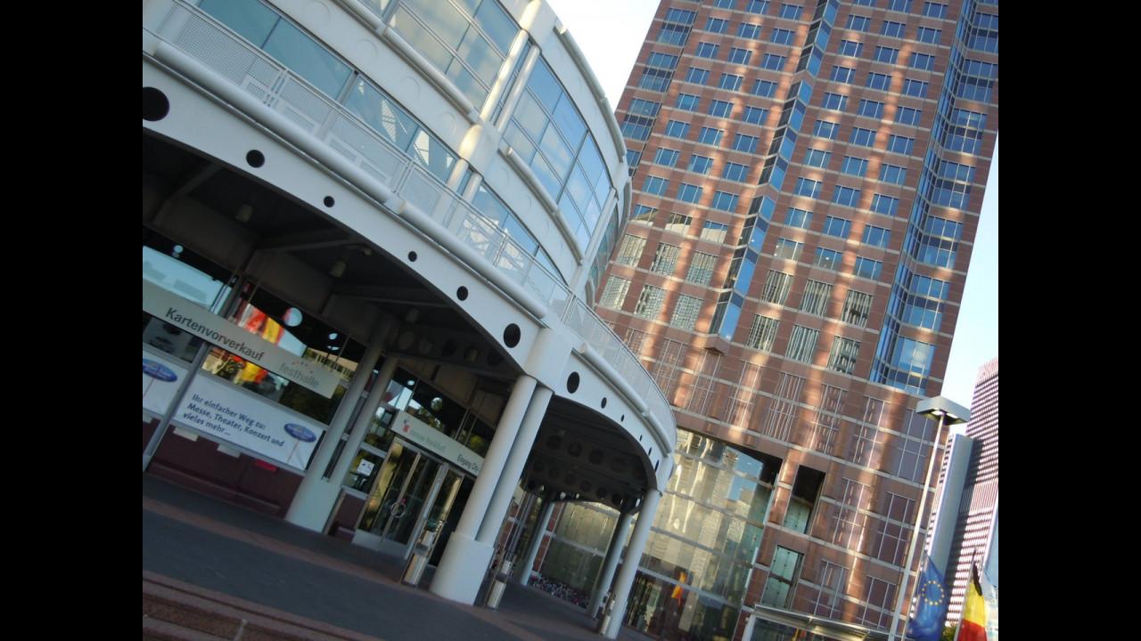Salone di Francoforte, aprono i cancelli
