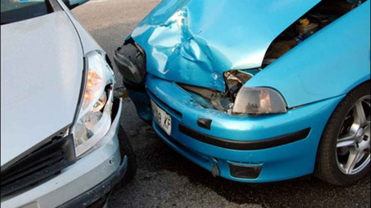 [Copertina] - Meno incidenti stradali tra il 2010 e il 2011