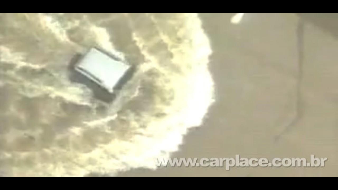 Troller quer saber quem é o motorista que passou em alagamento em SP
