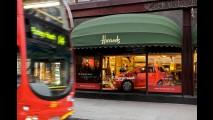 Aston Martin Cygnet faz sua estréia mundial na vitrine da loja de luxo Harrods