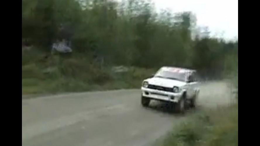 Vídeo: Piloto faz milagre em rali