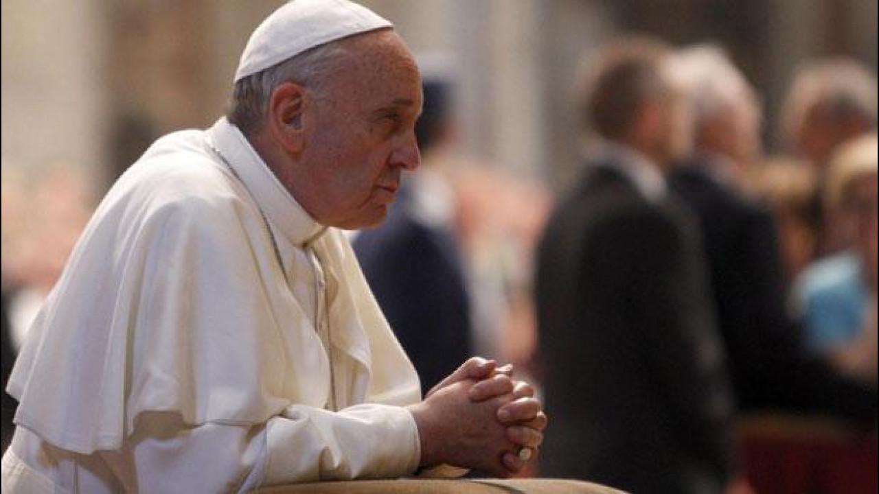 [Copertina] - Papa Francesco, una preghiera per Michael Schumacher