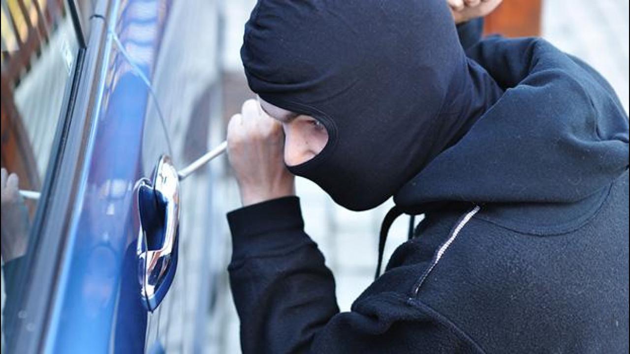[Copertina] - Auto aziendale, occhio alle clausole sul furto