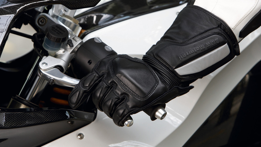 French motorcyclists required by law to wear gloves